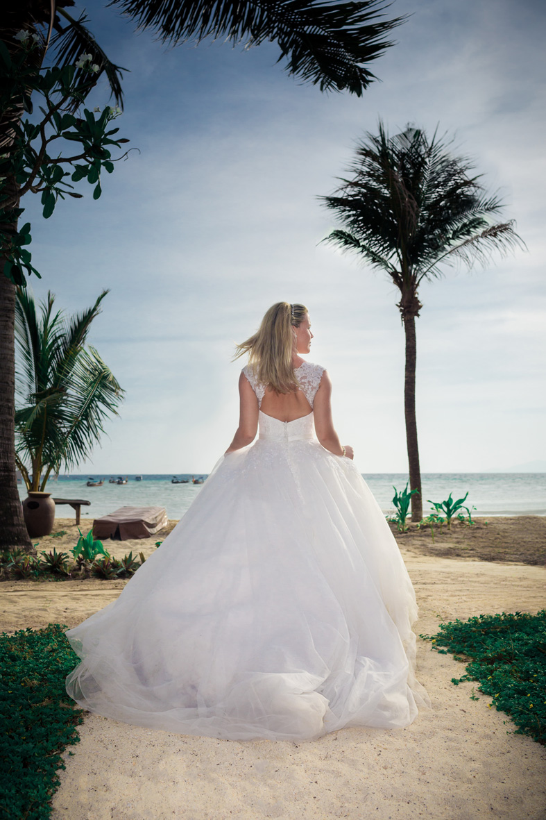 Thailand Wedding Photography-Phi Phi Island Bride from behind